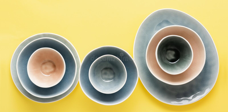 dinnerware azul, cinza e bege foto de stock royalty free