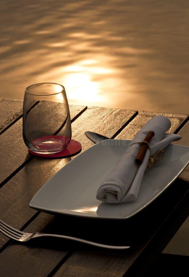 Dinning por el lago foto de archivo