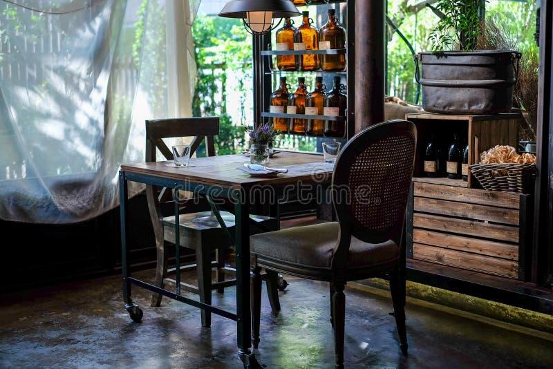 Dinningsruimte met kalme en ontspannende opstellings binnenlandse, Aziatische stijl stock foto's
