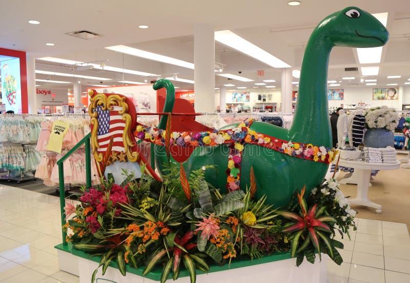 Dino-` s Garten-Blumendekoration während der berühmten Macy-` s Show einjähriger Blume stockbilder