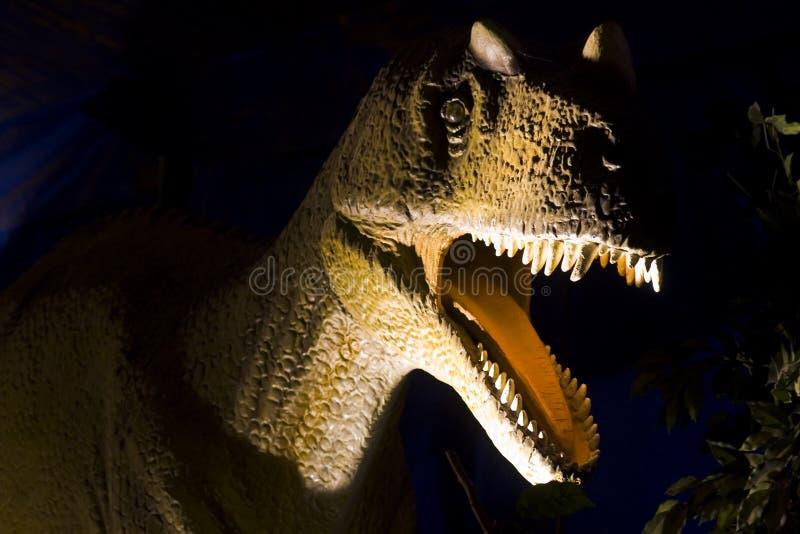Dinosaur dans l'obscurité photos stock