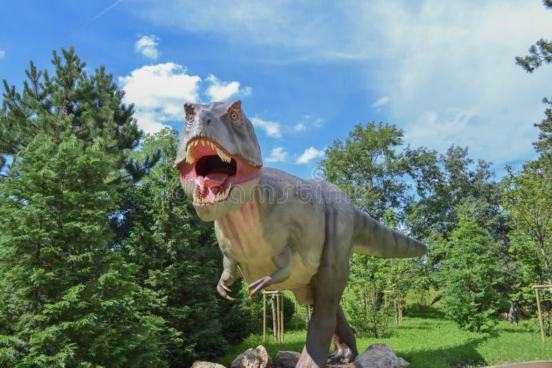 Dinosaur w zoo parku obraz stock