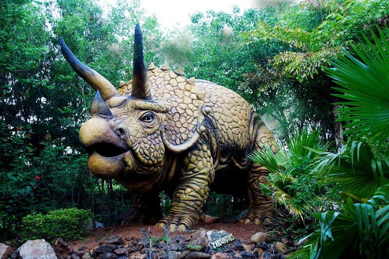 Dinosaure terrifiant de Triceratops photo libre de droits