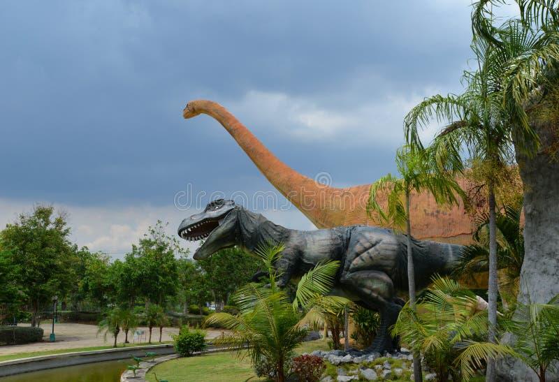 Dinosaurien parkerar royaltyfri bild