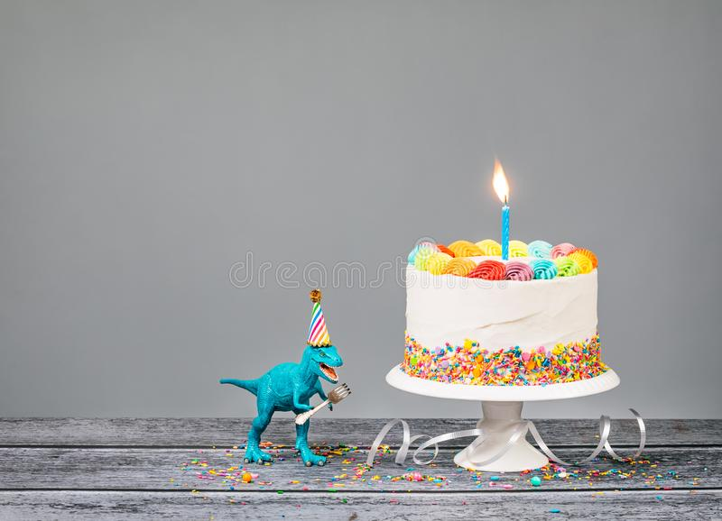 Dinosaurieparti med födelsedagkakan arkivfoto