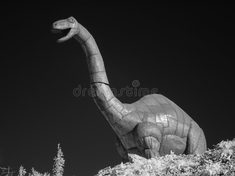 Dinosaurierskulptur im Metall lizenzfreies stockbild