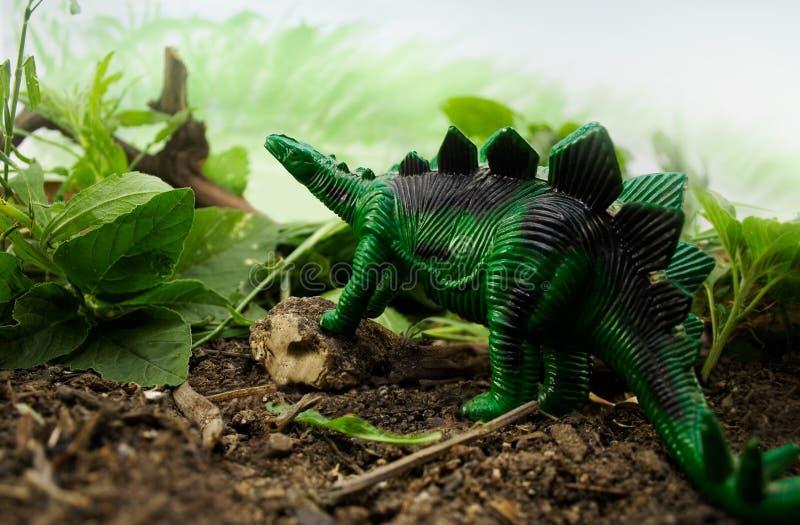 Dinosaurio de la selva fotografía de archivo libre de regalías