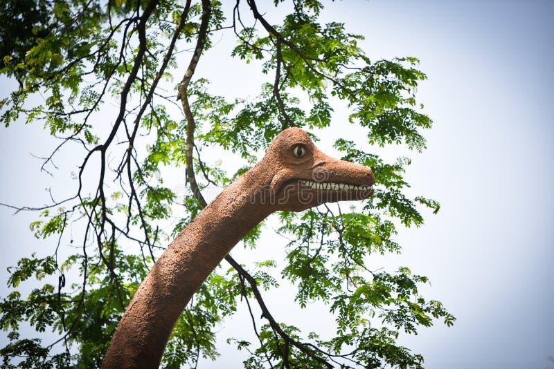 Dinosauro della statua fotografie stock