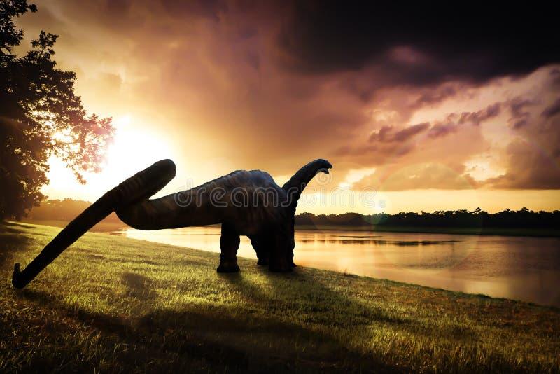 Dinosaurus, Apatosaurus in het bos royalty-vrije stock foto