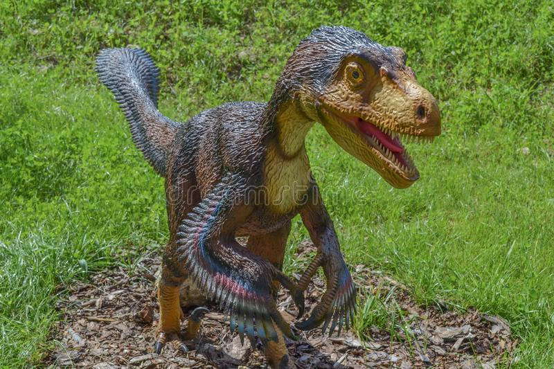 Dinosaurus in het dierentuinpark stock foto