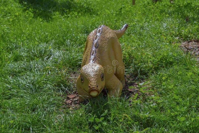 Dinosaurus in het dierentuinpark royalty-vrije stock foto's