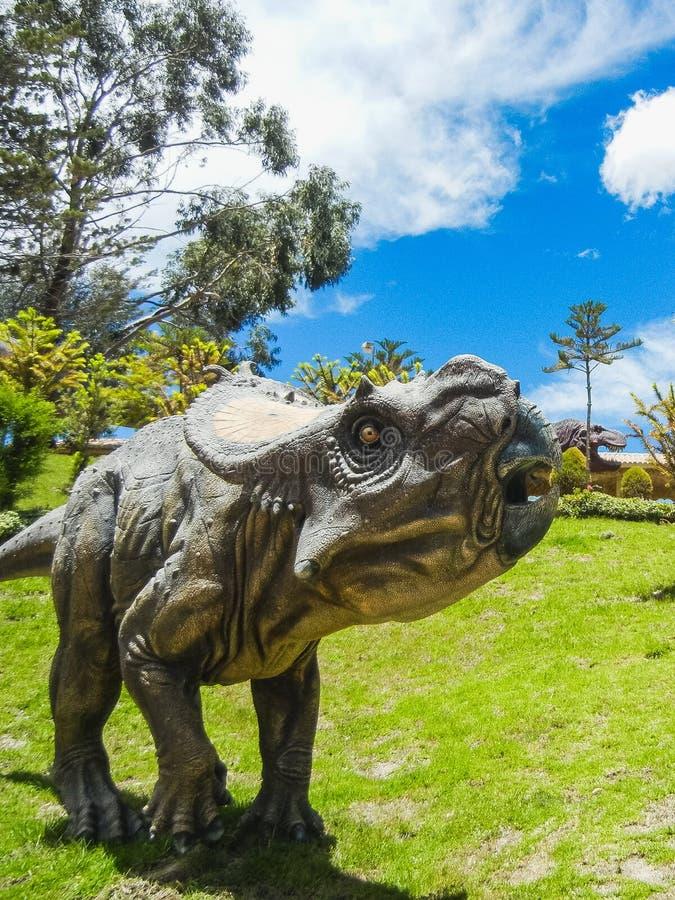 Dinosaurusmodel in krijtachtig park van cal orcko Bolivië royalty-vrije stock foto's
