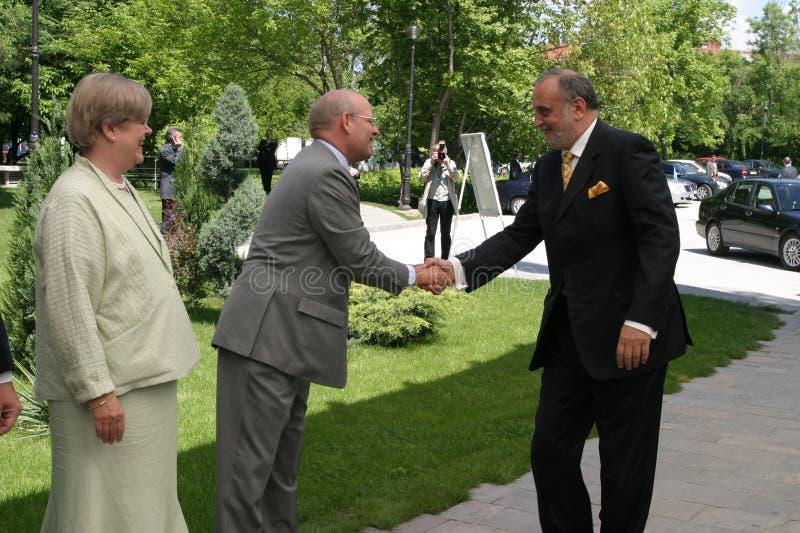 Dinu Patriciu och Jonathan Scheele royaltyfria foton