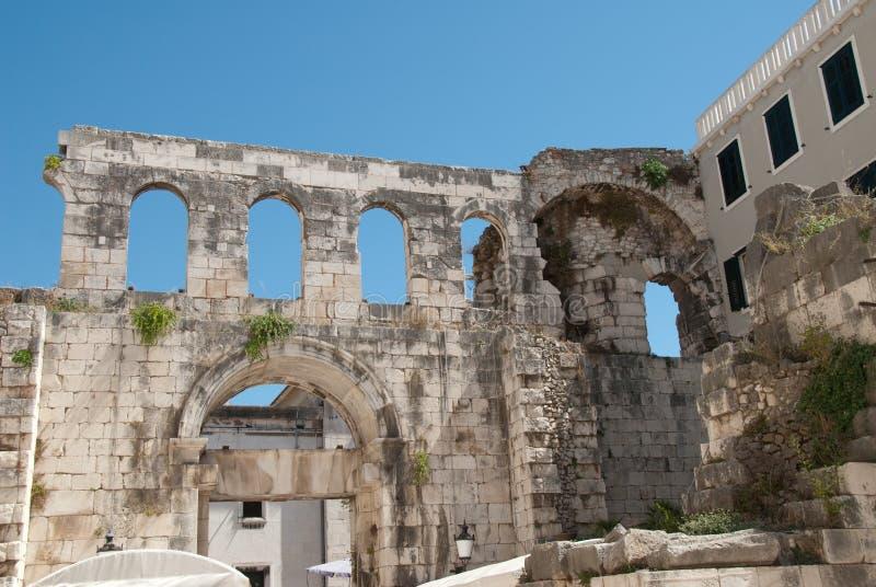 diocletian slott royaltyfri fotografi
