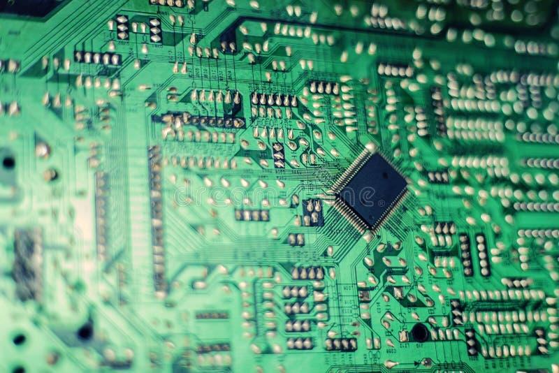 Diorama moderna y placa de circuito eléctrica, transformación digital de la ciudad imagen de archivo libre de regalías