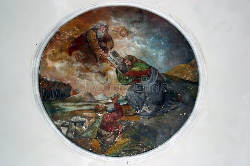 Dios da a Moses los diez mandamientos imagen de archivo libre de regalías