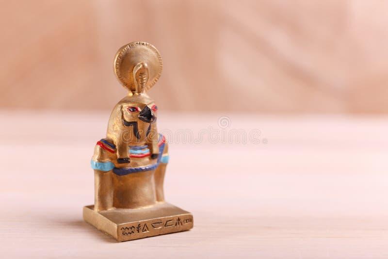 Dios egipcio bajo la forma de pájaro fotografía de archivo libre de regalías