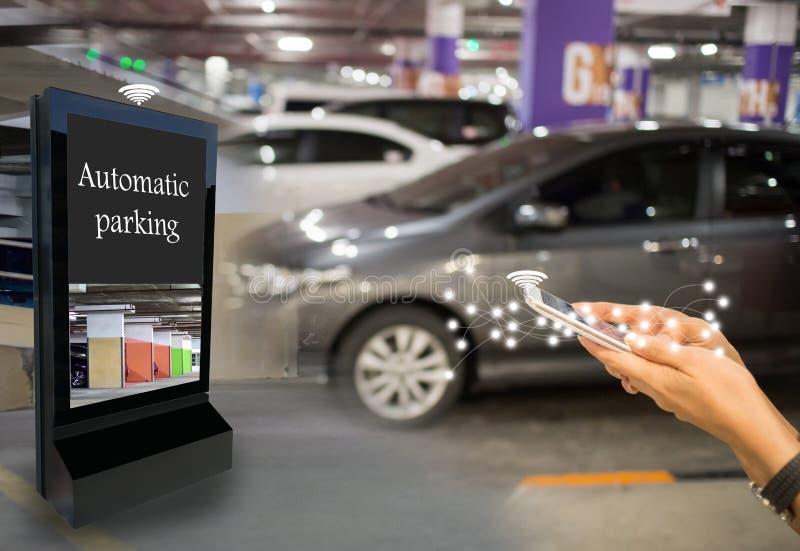 Dipartimento intelligente di parcheggio dell'automobile di ricerca automatica di tecnologia immagini stock