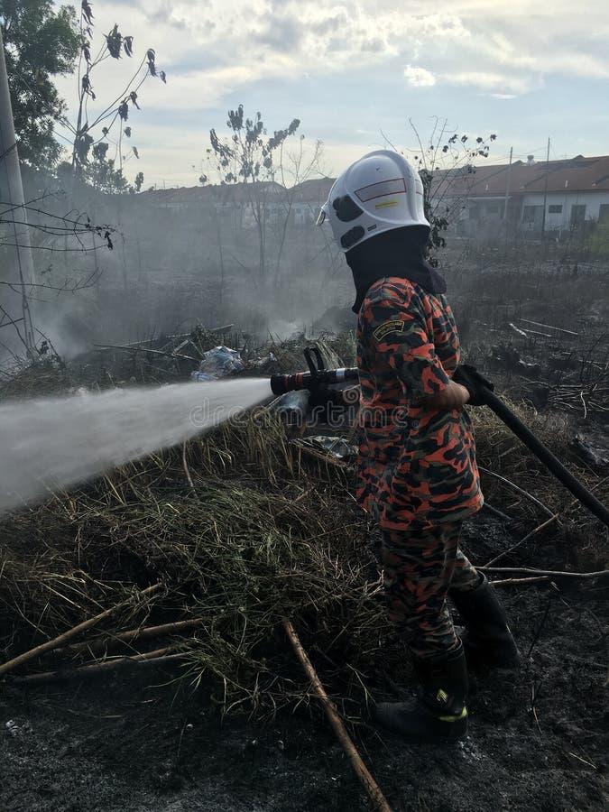 Dipartimento malese di Resque del fuoco nell'azione fotografie stock libere da diritti