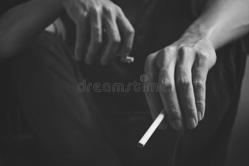 Dipendenza della sigaretta Fumo del nicotina del tabacco Non sano, il pericolo, immagine stock