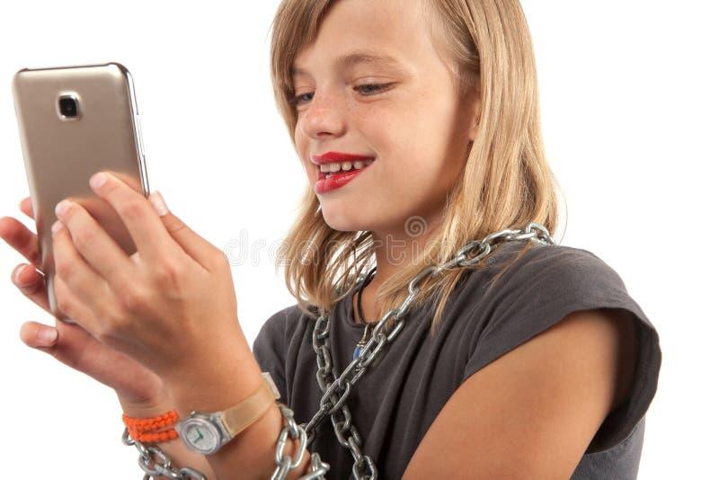 Dipendenza di Smartphone nell'infanzia fotografia stock