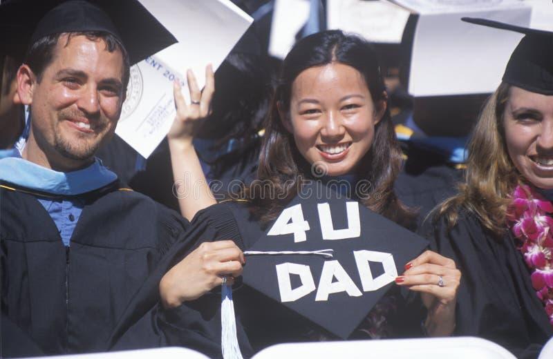 Diplômé Asiatique-Américain féminin d'UCLA photos libres de droits
