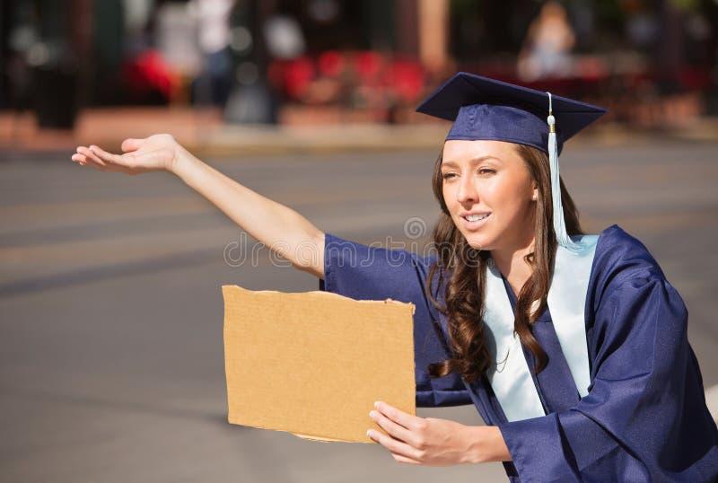 Diplômé avec le signe de carton photos libres de droits