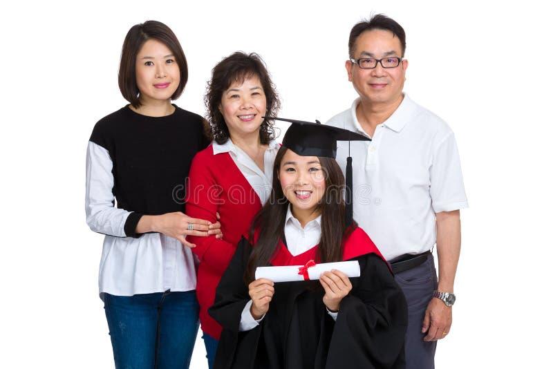 Diplômé d'université féminin avec le parent photo stock