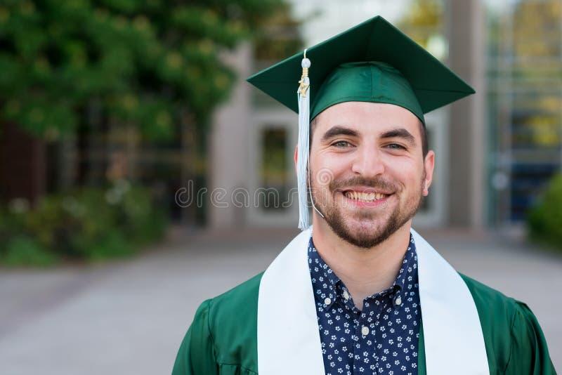 Diplômé d'université sur le campus en Orégon photos stock