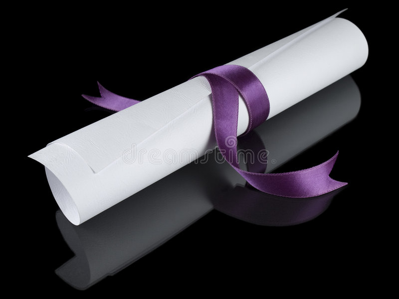 Diploma com fita violeta imagem de stock