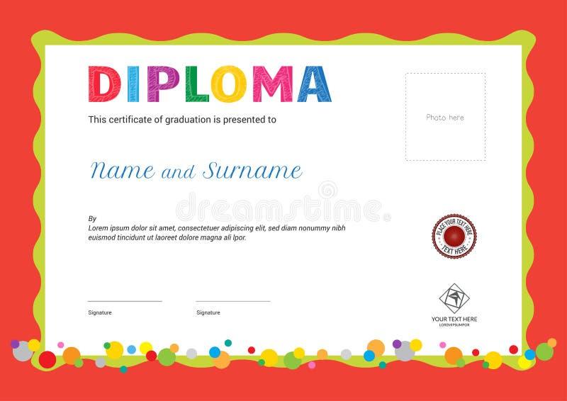 Diploma del campamento de verano de los niños o plantilla del certificado con la foto y ilustración del vector