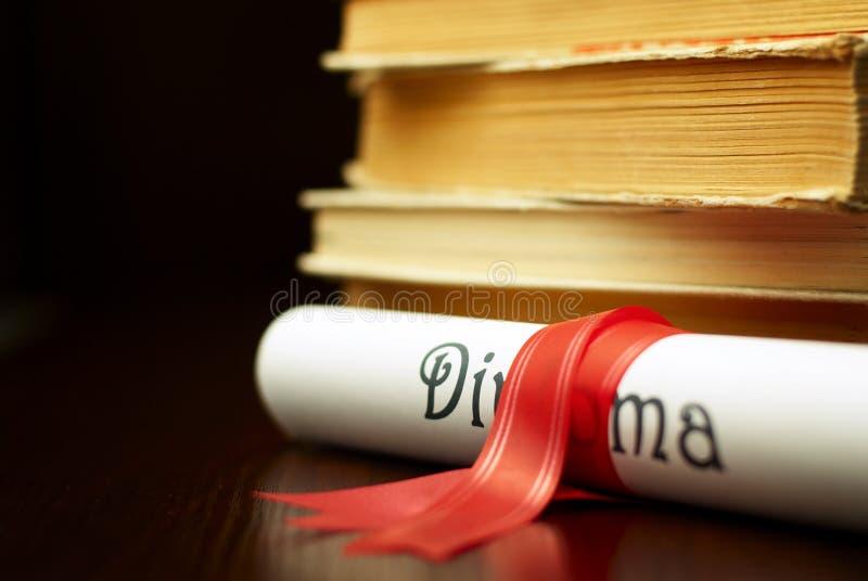 Diploma e livros imagens de stock
