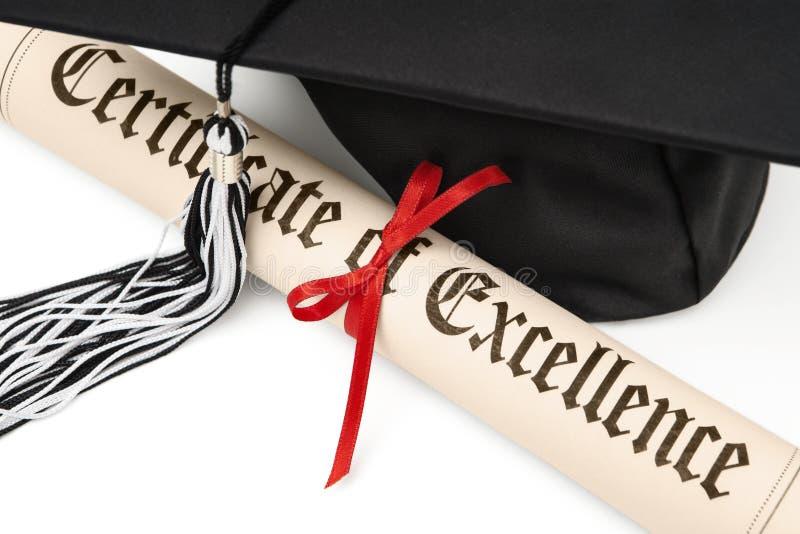 Diploma e tampão da graduação fotografia de stock