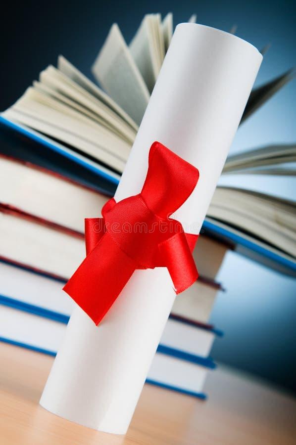 Diploma En Stapel Boeken Stock Afbeeldingen