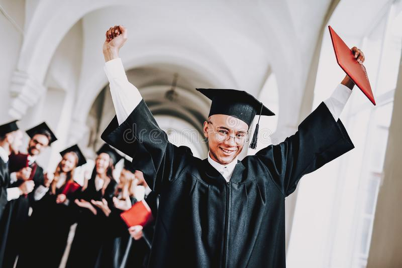 diploma universiteit kerel mantel universiteit royalty-vrije stock fotografie