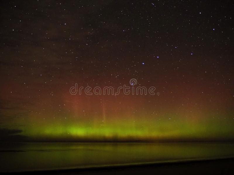 Dipper φω'των αυγής αστεριών νυχτερινού ουρανού πολικός μεγάλος αστερισμός στοκ φωτογραφία