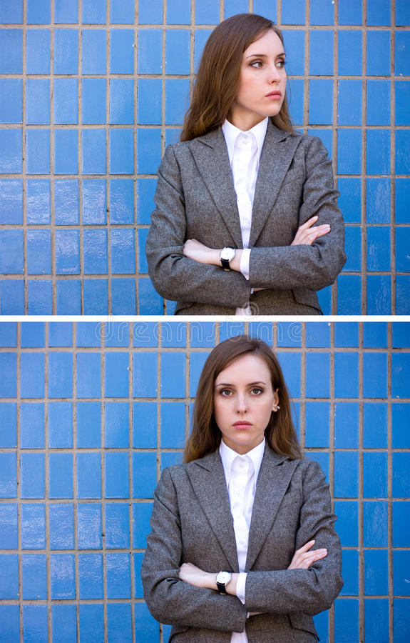 Diptych der Portraitfrau nahe der blauen Wand lizenzfreie stockbilder