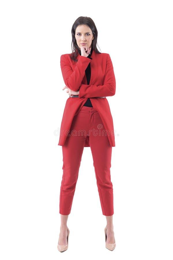 Directeur autoritaire sérieux de femme d'affaires regardant fâché la caméra photos stock