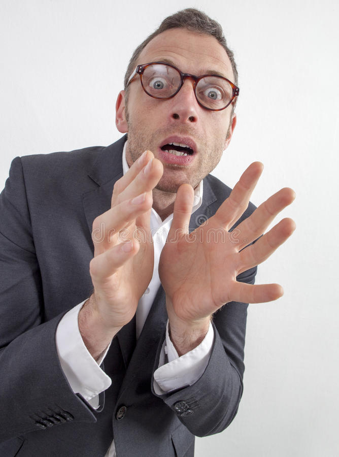 Directeur effrayé exprimant le danger ou la phobie avec l'humeur et crainte images stock