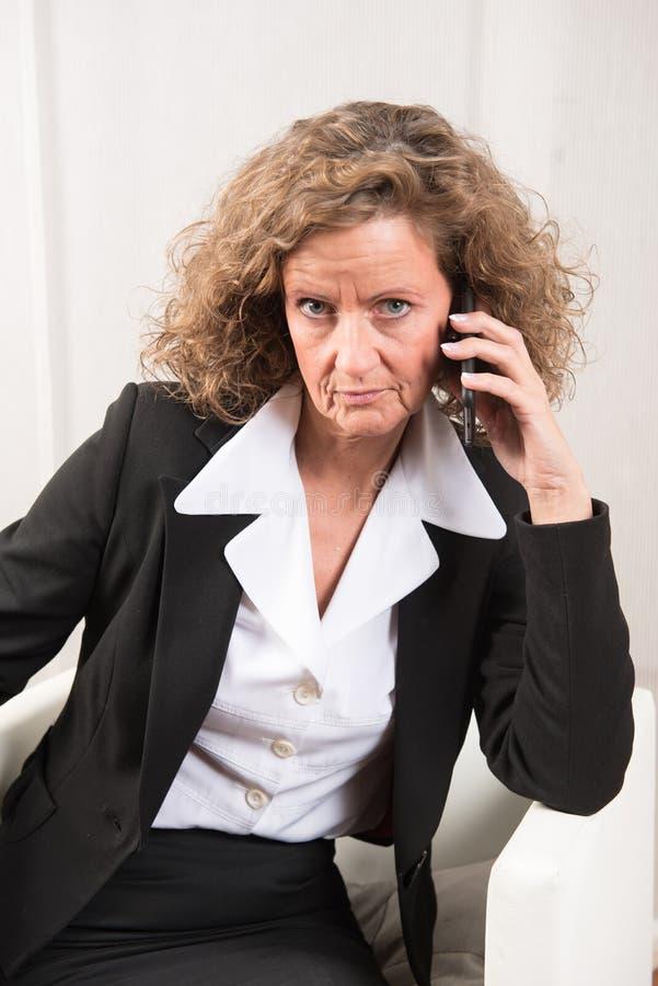 Directeur féminin au téléphone photo libre de droits