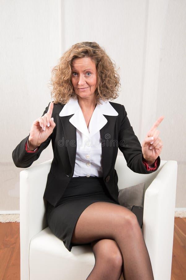 Directeur féminin refoulant et avertissant photo libre de droits