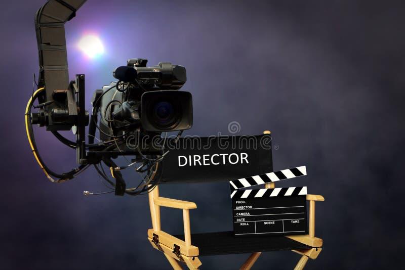 Directeurszetel op reeks met videocamera stock fotografie
