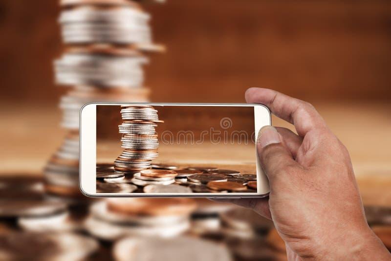 Direktanslutet och mobilt bankrörelse- och nätverkandefolkbegrepp royaltyfria foton
