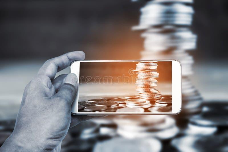 Direktanslutet och mobilt bankrörelse- och nätverkandefolkbegrepp arkivfoton