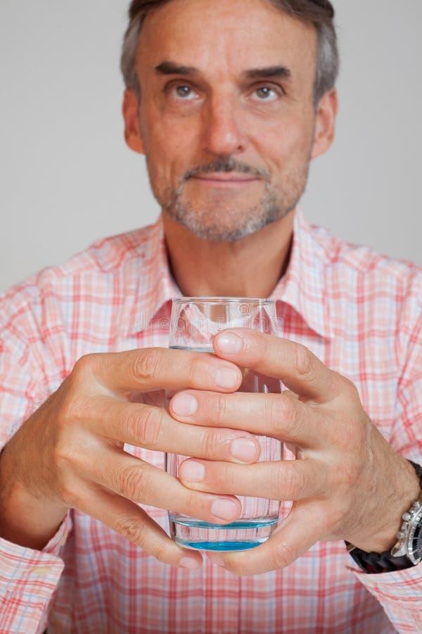 Diretor empresarial do alto executivo com um vidro da água fotos de stock royalty free
