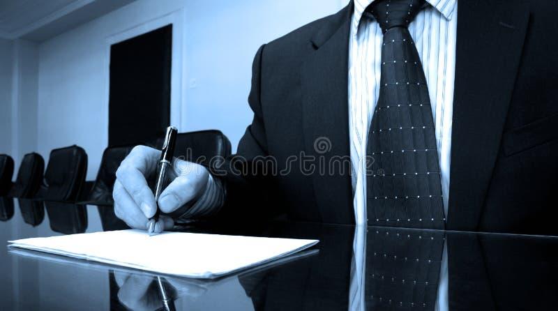 Diretor empresarial na sala de direção fotografia de stock royalty free