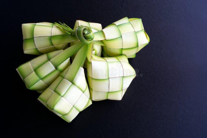 Direttamente sopra la vista dell'intelaiatura o del ketupat dello gnocco del riso fotografia stock libera da diritti