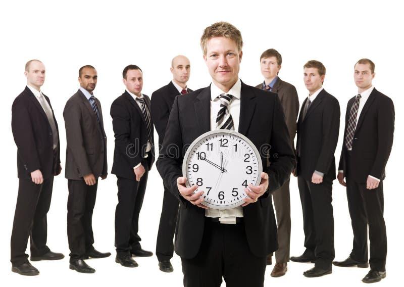 Direttore aziendale con un orologio immagine stock
