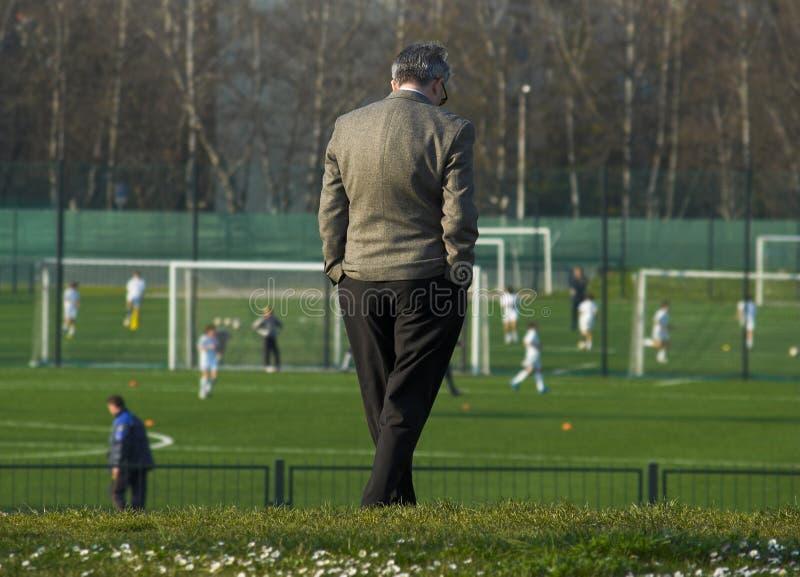 Direttore dell'accademia di calcio fotografie stock