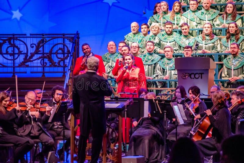 Direttore, orchestra e coro dei narratori di Candlelight all'Epcot 2 immagini stock libere da diritti
